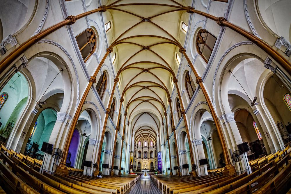 Kiến-trúc-bên-trong-nhà-thờ-Đức-Bà