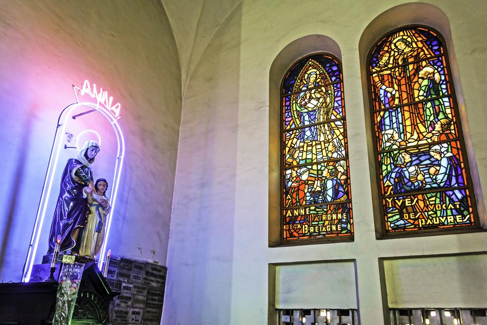 Kính-màu-bên-trong-nhà-thờ-Đức-Bà