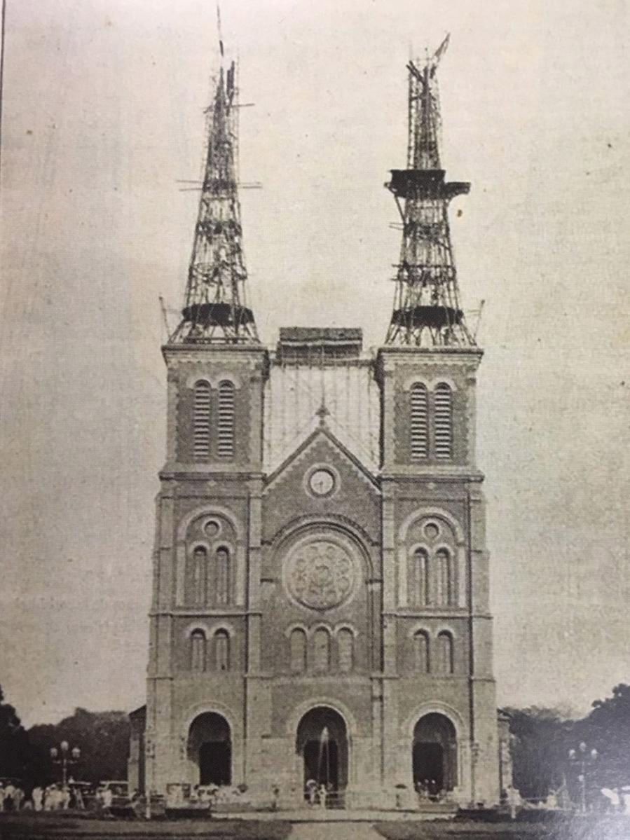 Tháp-chuông-nhà-thờ-Đức-Bà